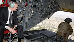 Le secrétaire américain à la Défense en Afghanistan pour évaluer ses options