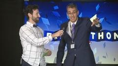 Joel F. Lavoie le président de la Fondation franco-albertaine avec l'animateur Rudy Desjardins.