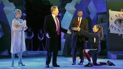 Deux partisans de Trump perturbent une pièce où le président est assassiné