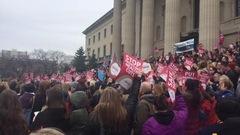 Des centaines d'infirmières manifestent contre les compressions en santé