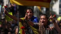 Les indépendantistes catalans maintiennent dans les rues la pression sur Madrid