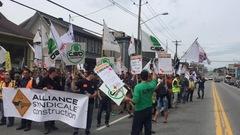 Construction : les grévistes de l'Estrie descendent dans la rue
