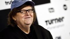 Assassinat de Trump au théâtre: Michael Moore offre 10000$ à la troupe