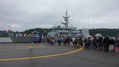 Accès privilégié à un navire de la Marine royale canadienne