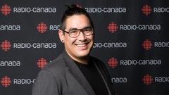 Rencontre avec Charles Buckell, de Mashteuiatsh, nouveau journaliste stagiaire à Radio-Canada