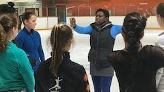 La championne de patinage artistique Surya Bonaly à Kapuskasing