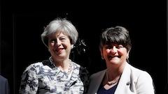 May signe un accord avec le parti unioniste nord-irlandais