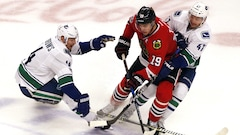 Jonathan Toews coule les Canucks