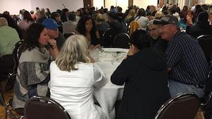 Plus de 200 personnes ont participé à l'assemblée publique.