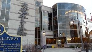 Extérieur de l'hôtel de ville de Thunder Bay.