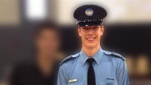 Le policier Thierry LeRoux, 26 ans, a été tué à la suite d'une intervention qui a mal tourné à Lac-Simon, en Abitibi. Le présumé tireur, Anthony Raymond Papatie, s'est enlevé la vie après les événements.