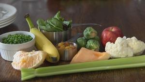 Des fruits et des légumes sur une table