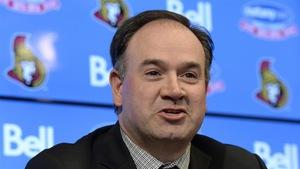 Pierre Dorion, directeur général des Sénateurs d'Ottawa, en conférence de presse