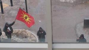 Des activistes autochtones près du centre commercial Place Portage