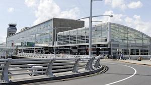 Ottawa envisage toujours de vendre ses aéroports