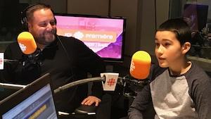 Alexis Roy-Letarte (à droite) pendant son entrevue à Facteur matinal