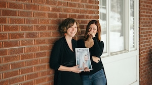 Une photo d'Anaïs Faubert et de Geneviève Bellehumeur, deux Sherbrookoises, s'est retrouvée en une du magazine Photo.