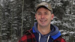 Photo d'André dans la forêt sous la neige