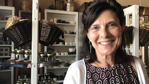 Annette Desmarais, titulaire de la chaire de recherche du Canada sur les droits de la personne, la justice sociale et la souveraineté alimentaire à l'Université du Manitoba