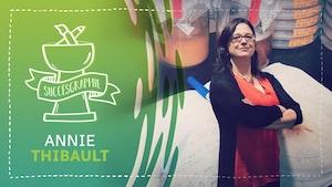 Infographie avec l'inscription « Succèsgraphie / Annie Thibault »; Une femme portant des lunettes, un chandail orange et une veste noire pose fièrement les bras croisés devant un agrandissement photo de matériel scientifique.