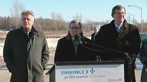 Après hésitation en matinée, le maire de Québec a finalement participé à l'annonce sur l'élargissement de l'autoroute Laurentienne.