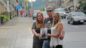 Leslie-Ann Wilson, Edward Divers et Yvonne Alexander  Les trois frères et soeurs d'Anthony Divers, abattu par la police le 30 septembre 2016.