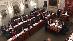 Les députés en Nouvelle-Écosse ont débattu du projet de loi à partir de minuit mardi.