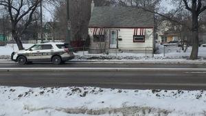Une auto-patrouille du Service de police de Winnipeg près du lieu d'une attaque au couteau