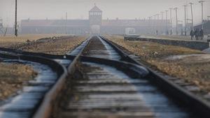 L'entrée de l'ancien camp nazi d'Auschwitz-Birkenau