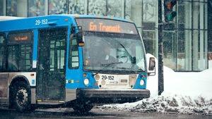 Un autobus de la STM en hiver