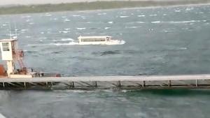 Un bateau amphibie sur le lac Table Rock.