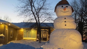 Un bonhomme de neige de 7 mètres de haut.
