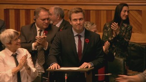 Brian Gallant, entouré de ses députés.