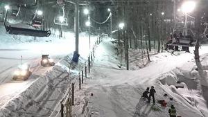 Plus de 200 skieurs se sont retrouvés coincés, mercredi soir, dans la remontée mécanique de la station de ski de Bromont après une défaillance mécanique. Les personnes étaient évacuées une par une.