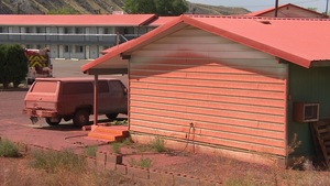 Un motel de Cache Creek n'a pas échappé à la substance aspergée au-dessus de la ville par les avions-citernes.