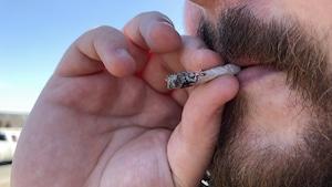 Légalisation du cannabis: d'autres pays imiteront-ils le Canada?