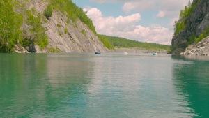 La carrière de Flintkote à Thetford Mines est devenue un lieu de prédilection pour les amateurs de plongée sous-marine au Québec.