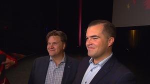 Le maire de Baie-Comeau, Yves Montigny (à gauche) et le producteur de la troupe Chaud-Bizzz, Simon Philibert (à droite).
