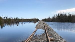 Une photographie montre l'ampleur des dégâts qu'OmniTRAX doit réparer afin de restaurer le chemin de fer vers Churchill, au Manitoba.