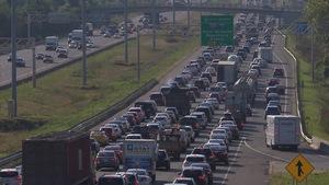La circulation dense à l'heure de pointe sur l'autoroute 15