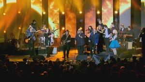 Paul Daraîche accompagné notamment d'Yves Lambert à la voix et de Mara Tremblay au violon