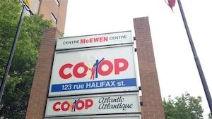 Une enseigne de Coop Atlantique.