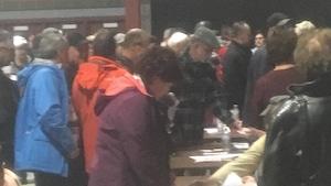 Les membres de la Coopérative de Caraquet votent sur la vente de l'ancien magasin.