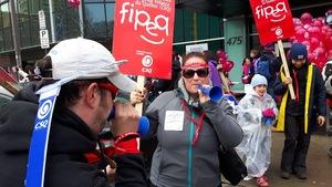 Les manifestants se sont fait entendre devant le Parc de l'Amérique-Française.