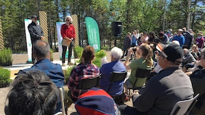 Environ 150 personnes étaient présentes pour l'allocution de David Suzuki à Longue-Pointe-de-Mingan.