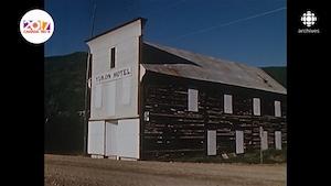 Bâtiment placardé du Yukon Hotel