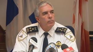 Le directeur de la sécurité publique de Saguenay, Denis Boucher, répond aux questions des journalistes.