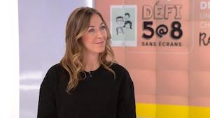 Dominique Bernèche dans les studios de Radio-Canada.