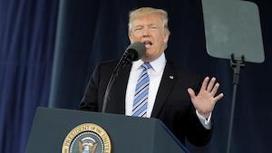 Le président des États-Unis, Donald Trump, prononce un discours à l'Université Liberty, à Lynchburg, en Virginie, le 13 mai 2017.