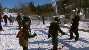 Des élèves de l'école Saint-Jean-Baptiste à Québec lors d'une sortie en ski